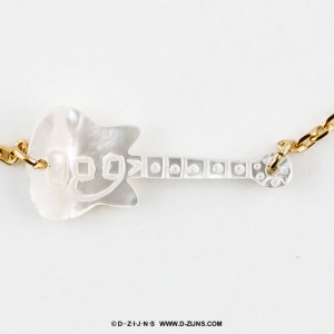 Armband gold plated fine with white gitar